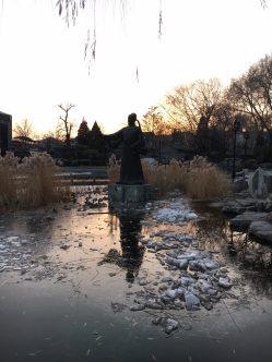 Xihai Lake statue