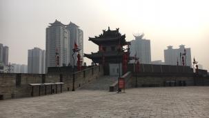 xi'an city wall corner vs outside